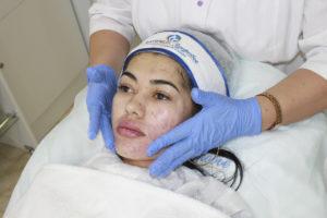Завещающий этап-легкий массаж, нанесение крема по типу кожи